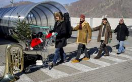 Weihnachtskonzert mit den SMART METAL HORNETS und Lesung von Bernd Sračnik